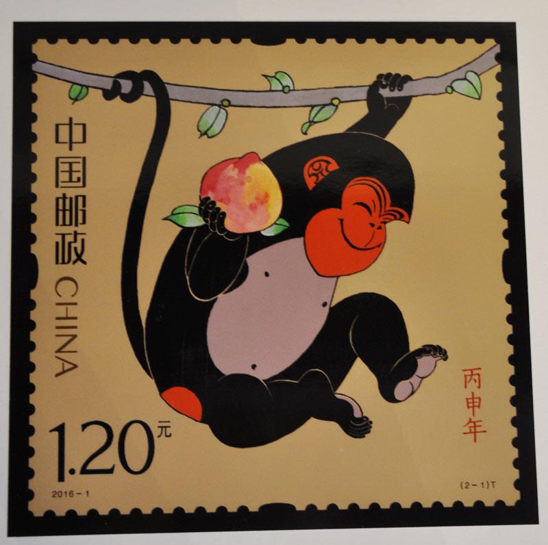 10月18日,从猴邮票的美韵和趣味谈生肖文化主题活动在北京举办,活动现场首次独家发布2016年猴票图样及2016年猴票的各种版本。    中国邮政自1980年开始发行生肖邮票到2015年已经连续发行了36年,现在世界上有100多个国家和地区发行生肖邮票。从1980年我国发行的第一枚由黄永玉执笔设计的猴票,价值8分钱,至今为止这枚邮票已涨到1.