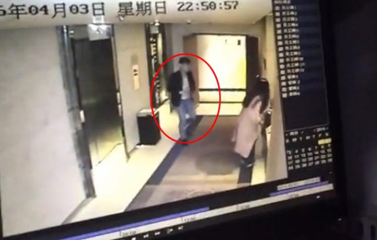 男子入住酒店遭陌生女子红眼全过程_绵阳女生新闻劫持玩图片